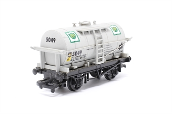 37135-PO30 12T Tank Wagon - 'BP' - Pre-owned - marks to top of tank - imperfect box