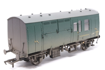 38-526W-PO02 BR Mk1 horse box S96403 in BR Green (weathered) - The Model Centre special edition - Pre-owned - Like new