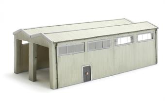 42-196 Rail Interchange Shed (135x73x43mm)
