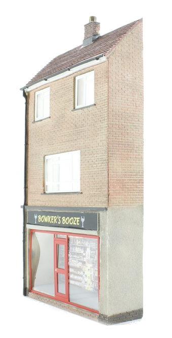 44-249 Low relief off-licence with maisonette (70 x 19 x 132mm)