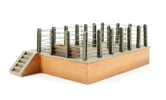 47-003 Cattle dock (200 x 130 x 70mm)