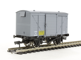 4F-011-005 Ventilated van in LMS eggs livery (ex-B839)