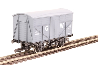 4F-015-009 8 ton Fruit Mex van 38239 in GWR grey £9.50