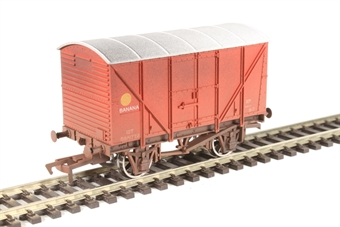4F-016-024 4-wheel banana van B881722 in BR red - weathered