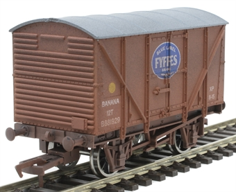 4F-016-034 12 ton banana van B881929 in BR bauxite with Fyffes logo - weathered