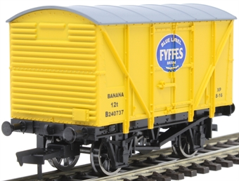 4F-016-114 12 ton banana van B240737 in Fyffes yellow