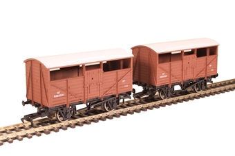 4F-020-027 Pair of 4-wheel cattle wagons B893520 and B893320 in BR bauxite