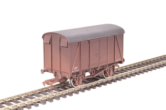 4F-021-010 12 ton box van 611432 in LMS livery - weathered