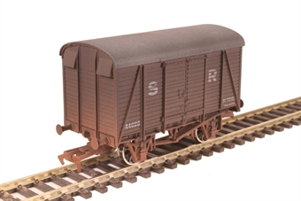 4F-021-012 12 ton SR box van 44620 in Southern Railway livery - weathered