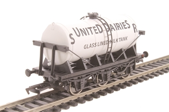 "4F-031-001 6 wheel milk tanker ""SR United Dairies"