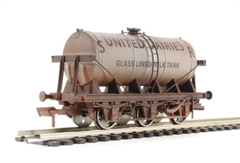 "4F-031-002 6 wheel milk tanker ""SR United Dairies"" - weathered"