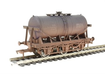 "4F-031-006 6 wheel milk tanker ""MMB"" - weathered"