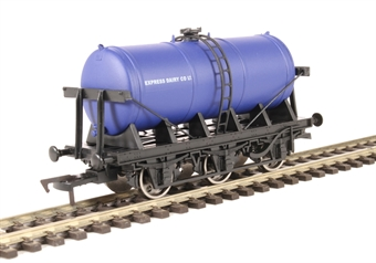 "4F-031-009 6 wheel milk tanker ""Express Dairy"""