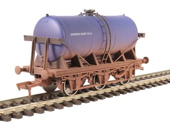 "4F-031-010 6 wheel milk tanker ""Express Dairy"" - weathered"