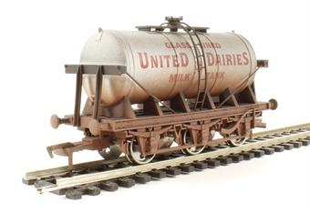 "4F-031-020 6 wheel milk tanker ""United Dairies"" - weathered"