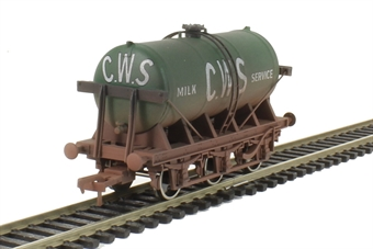 4F-031-026 6 Wheel Milk Tank CWS Weathered