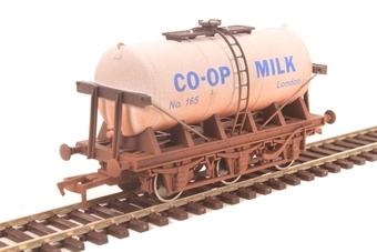 "4F-031-030 6 wheel milk tanker ""Co-Operative Dairies"" - weathered"