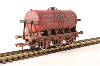 4F-031-038 6 Wheel Milk Tanker Co-op Milk Red Weathered