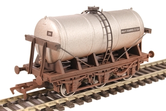 "4F-031-042 6-wheel milk tanker ""Unigate Creameries"" - weathered £11"