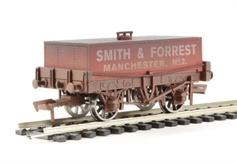 "4F-032-008 Rectangular tank wagon ""Smith & Forrest"" - weathered"