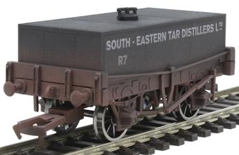 "4F-032-020 4-wheel rectangular tank ""S.E. Tar Distillers"" - weathered"