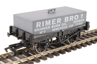 "4F-032-021 4-wheel rectangular tank ""Rimer Bros, Newcastle-on-Tyne"""