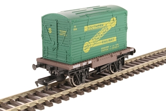 4F-037-005 4-wheel conflat wagon with container in Southern Railway livery