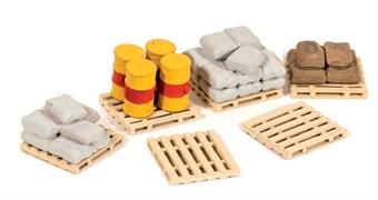 514 Pack of Assorted Pallets, Sacks & Barrels