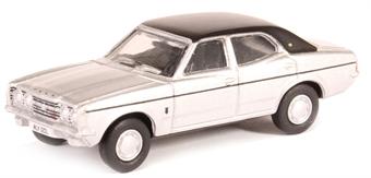 76COR3008 Ford Cortina Mk3 strato silver