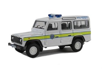 76DEF004 Land Rover Defender Station Wagon Garda