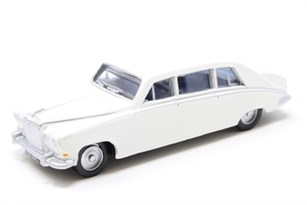 76DS001 Daimler DS420 Limousine in Old English white