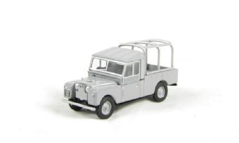"76LAN1109001 Land Rover Series 1 109"" with frame in grey £4"