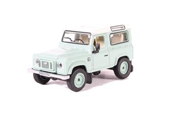 76LRDF007HE Land Rover Defender 90 Station Wagon Grasmere Green (Heritage)