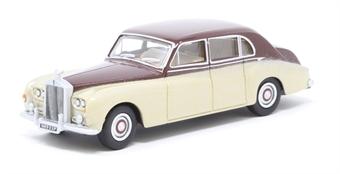 76RRP5002 Rolls Royce Phantom V Burgundy/Silver Sand £6