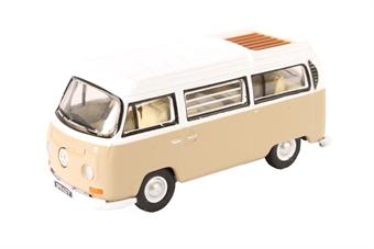 76VW027 Volkswagen VW camper van savannah beige / white