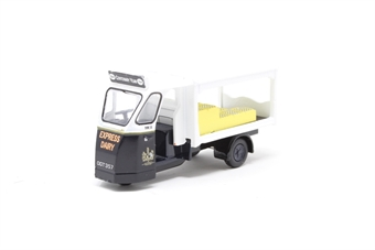 "76WE001-PO04 Wales & Edwards 'Standard' milk float in ""Express Dairy"" late livery - Pre-owned - Like new"