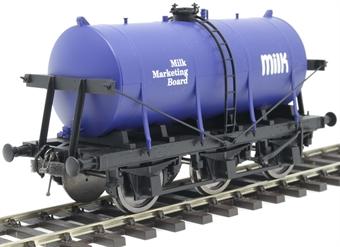 7F-031-003 6-wheel milk tanker in 'Milk Marketing Board' livery