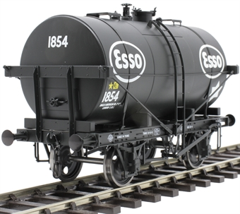 "7F-059-010 14-ton Type B tank wagon - ""Esso"""