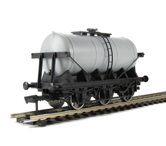 A021 Unpainted 6 wheel milk tanker