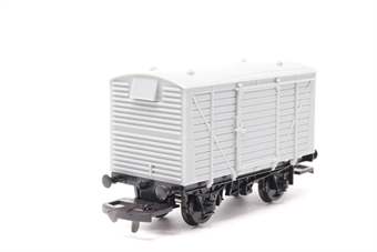 A6Dapol-PO02 12 Ton Ventilated Van (Unpainted) - Pre-owned - Like new