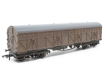 B79Dapol-PO10 Siphon H bogie van in BR brown - Pre-owned - weathered, detailed with tail lamp, missing buffer and one coupling, replacement box