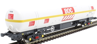 BOC08 100 ton BOC tank in BOC Liquid Oxygen livery with yellow stripe and Gloucester bogies - 0006