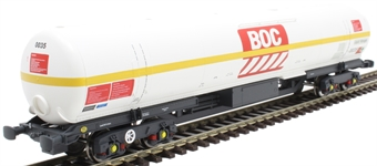 BOC11 100 ton BOC tank in BOC Liquid Nitrogen livery with yellow stripe and GPS bogies - 0035