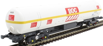 BOC12 100 ton BOC tank in BOC Liquid Oxygen livery with yellow stripe and GPS bogies - 0032