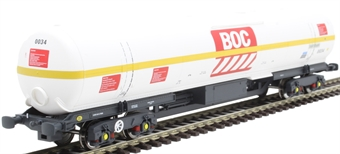 BOC15 100 ton BOC tank in BOC Liquid Oxygen livery with yellow stripe and GPS bogies - 0034