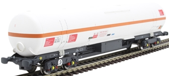 BOC19 100 ton BOC tank in BOC unbranded livery with red stripe and GPS bogies - 0011
