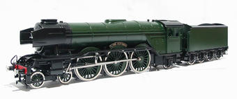 "BW046 A3 Class 4-6-2 ""Flying Scotsman"" with double chimney, smoke deflectors, banjo t/feed & non corridor tender in BR green £860"