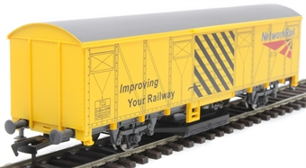 GM4430101 Track cleaning wagon in Network Rail yellow