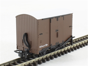 GR-221U 4-wheel box van in plain freight brown