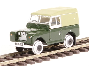 GV8001 Land Rover MkII in British Army green with rail wheels (to run on OO gauge track, non powered) £5.50